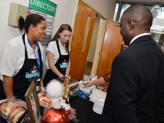 Amber Smith and Kaytlin Beverly serve breakfast to
