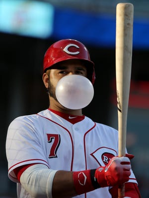 Cincinnati Reds third baseman Eugenio Suarez (7) blows a bubble in the on-deck circle in the first inning during a National League baseball game between the New York Mets and the Cincinnati Reds, Monday, May 7, 2018, at Great American Ball Park in Cincinnati.