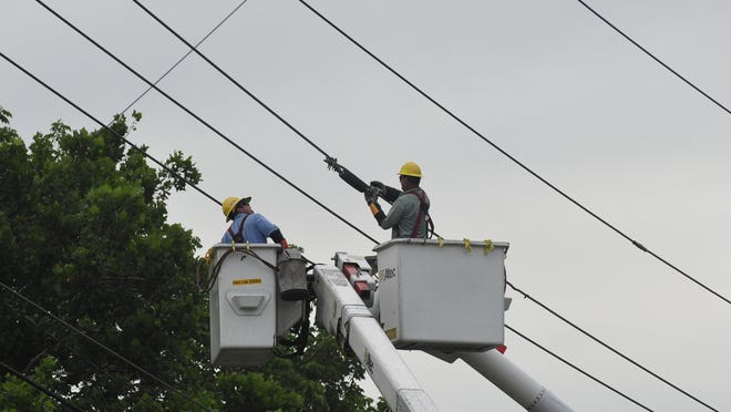 A contract employee for Nashville Electric Service was killed while working on power lines Thursday on Nolensville Pike in South Nashville.