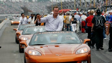 Peyton Manning to drive honorary pace car for Daytona 500