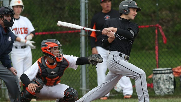 Mamaroneck defeated White Plains 6-5 in a baseball