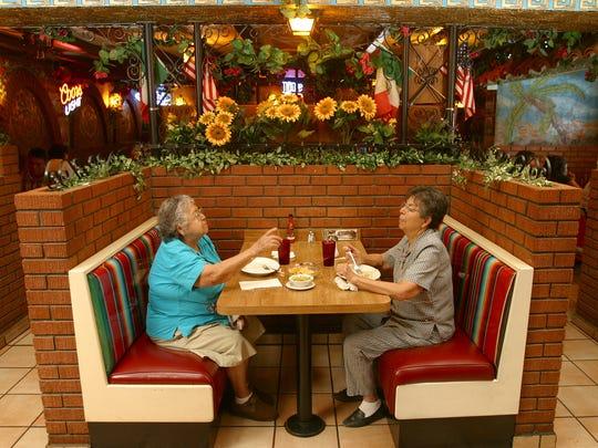 Roumalda Moraga, left, and Yolanda Rodriguez eat lunch
