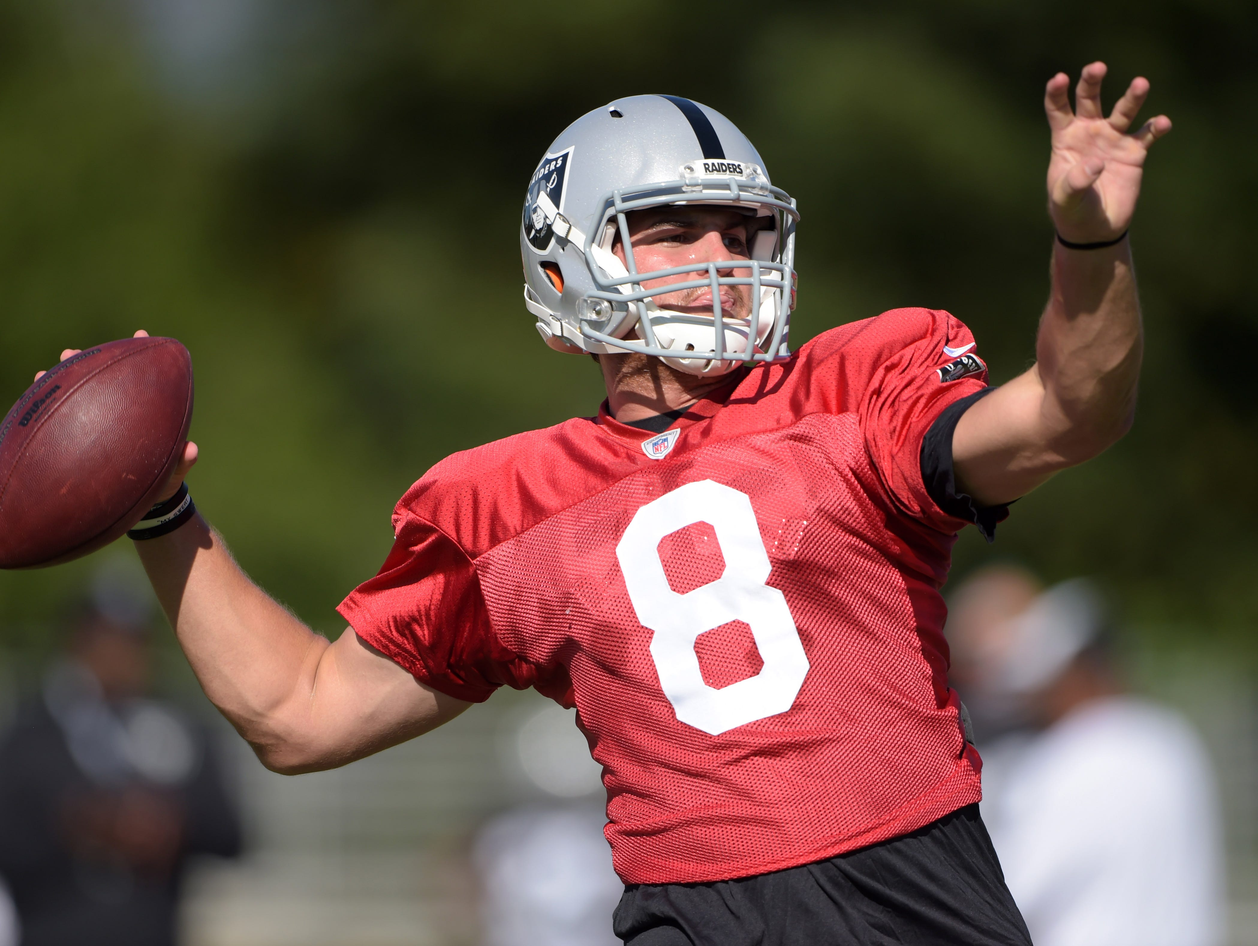 Cody Fajardo, shown with the Oakland Raiders in 2015, is instructing young high school quarterbacks in Northern Nevada