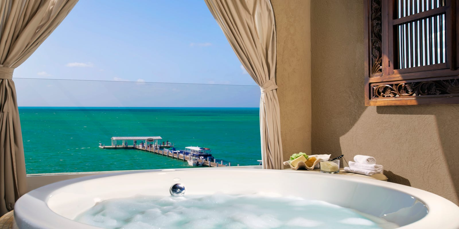 Scenic relaxing: 9 hot tubs for soaking up the scenery