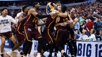 Loyola (Ill.) guard Clayton Custer (13) celebrates with teammates after hitting the game-winning shot to defeat  Tennessee in the second round of the 2018 NCAA tournament at American Airlines Center.