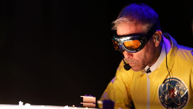 Alton Brown Live: Eat Your Science mixes culinary demonstrations with experimentation.