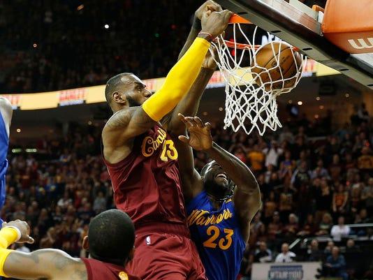 2016-12-26 LeBron dunk
