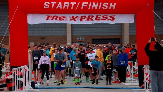 Runners of all ages at the 2016 XPRESS Half Marathon start line