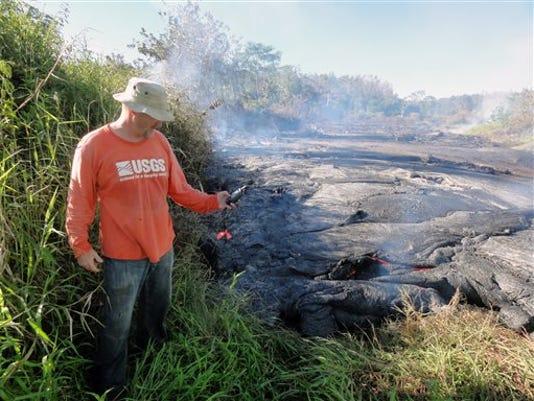 635500013221370108-Hawaii-lava