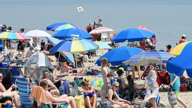 Hot weather and clear skies brought thousands of visitors to Rehoboth Beach on Saturday, June 27. CHUCK SNYDER/ SPECIAL TO THE DELAWARE NEWS JOURNAL