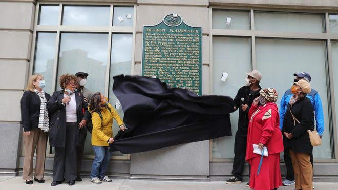 Councilmember Castaneda Lopez and Jason Jordan unveiled the Detroit Plaindealer historical marker on the corner of Shelby and State streets Oct. 15, 2020. The Plaindealer was the first Black-owned newspaper to be published in Detroit founded in 1883.