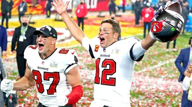 Rob Gronkowski and Tom Brady celebrate a Super Bowl victory