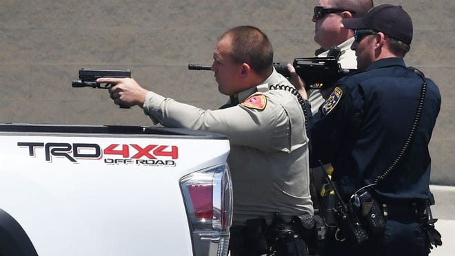 CHP officer and two Kern County Sheriff's deputies keep guns drawn as suspects step out of car