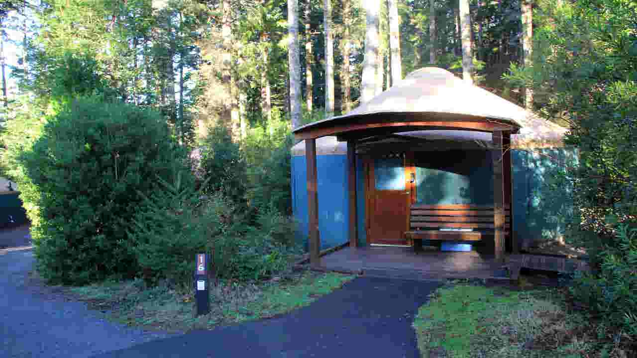 Deluxe Yurts Ideal For Winter Camping At Oregon Coast S Umpqua Lighthouse State Park