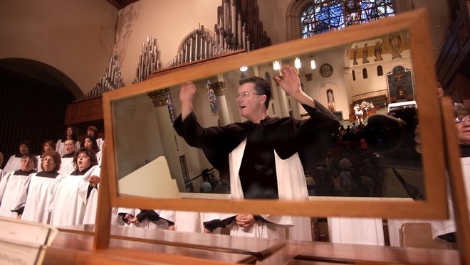 Lee Gwozdz conducts Grace Chatedral's choir during Sunday's service.