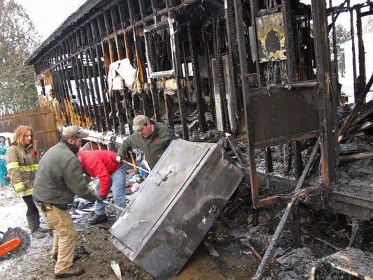 -BUR 1217 Richmond fire c3.jpg_20131217.jpg