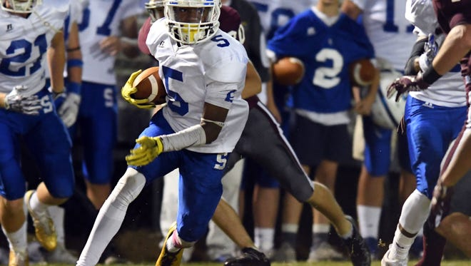 Sumrall wide receiver Dannis Jackson runs the ball in a game against FCAHS on Friday.