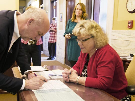 Bozeman businessman Greg Gianforte signs candidacy