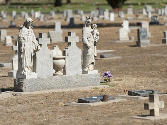 0715_Drought-cemetery_3299