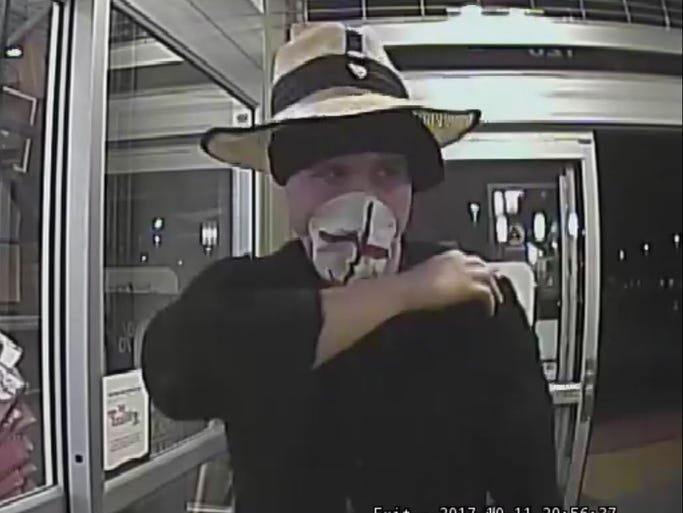 "Photo of the ""Fashion Forward Bandit"" robbing the Bosa"