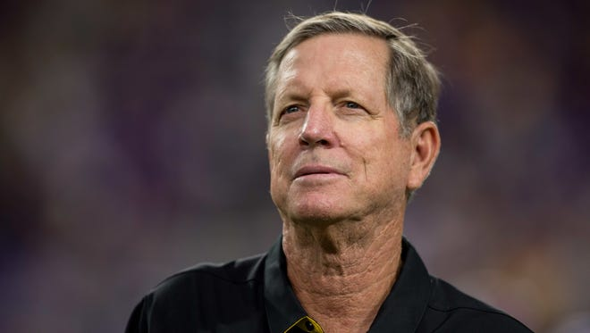 Minnesota Vikings offensive coordinator Norv Turner talks before the game against the Green Bay Packers at U.S. Bank Stadium.