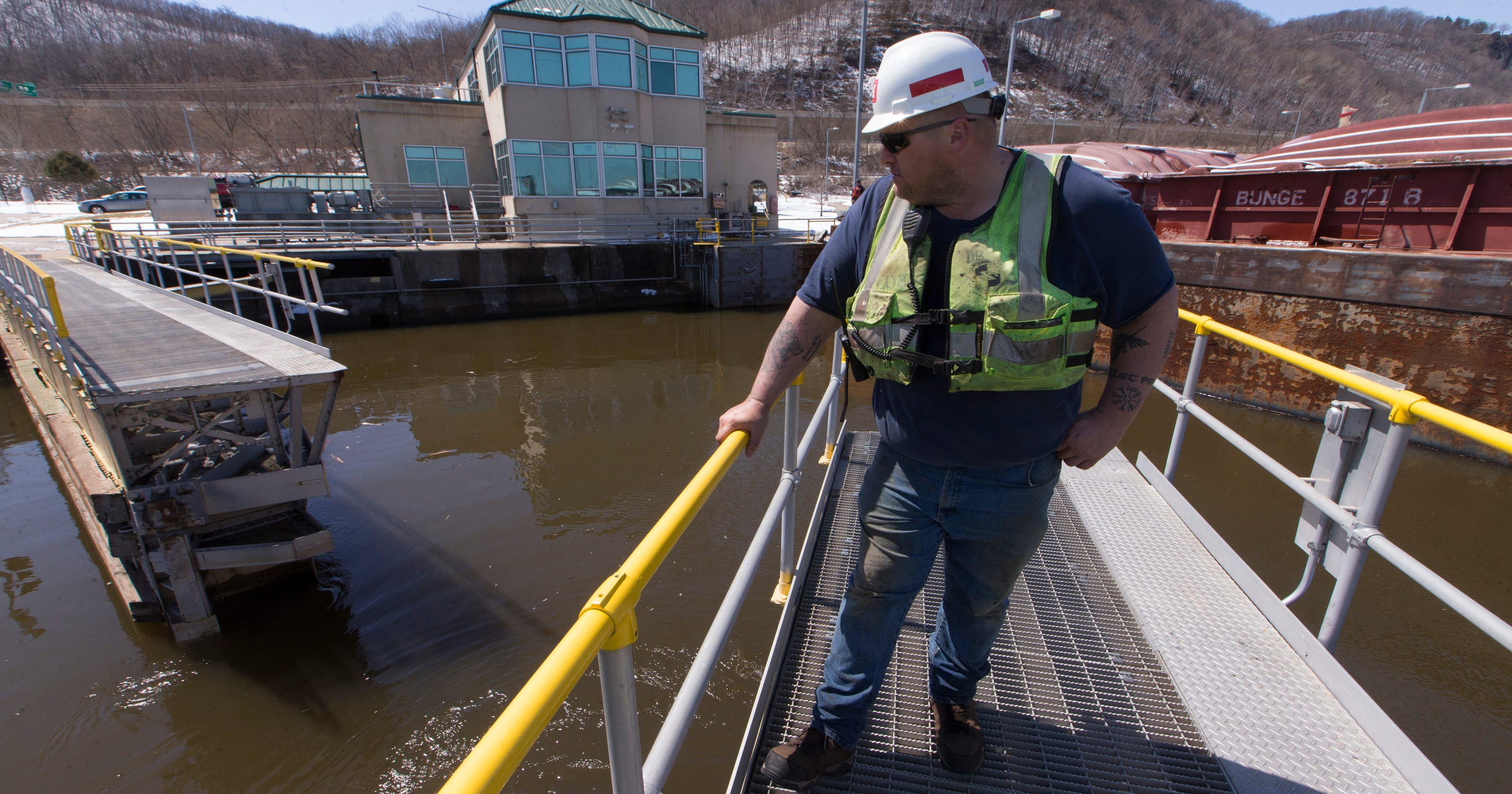 Critical Mississippi River lock and dam system is crumbling