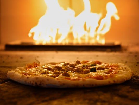 635956488194440027-Pompeii-Pizzeria-01.jpg
