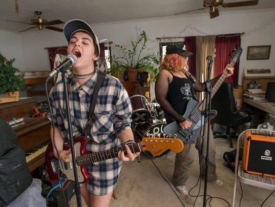 punk trio SOUR