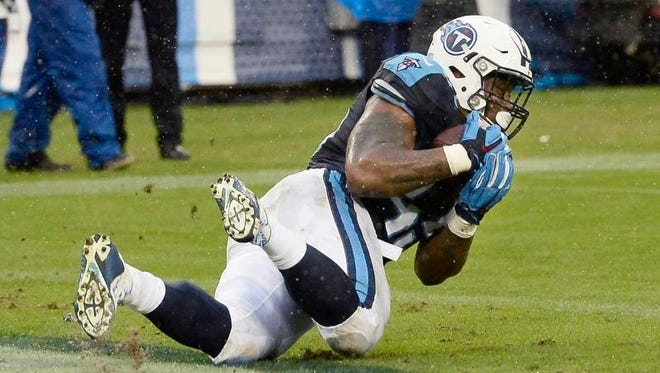 Tennessee Titans fullback Jalston Fowler catches a touchdown pass Sunday against the Oakland Raiders.