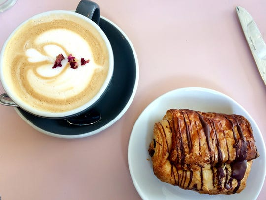 Cafe Roze: Roze latte and chocolate croissant
