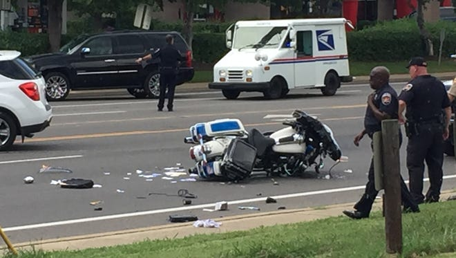 A Murfreesboro police officer was involved in a crash along Memorial Boulevard on Thursday afternoon.
