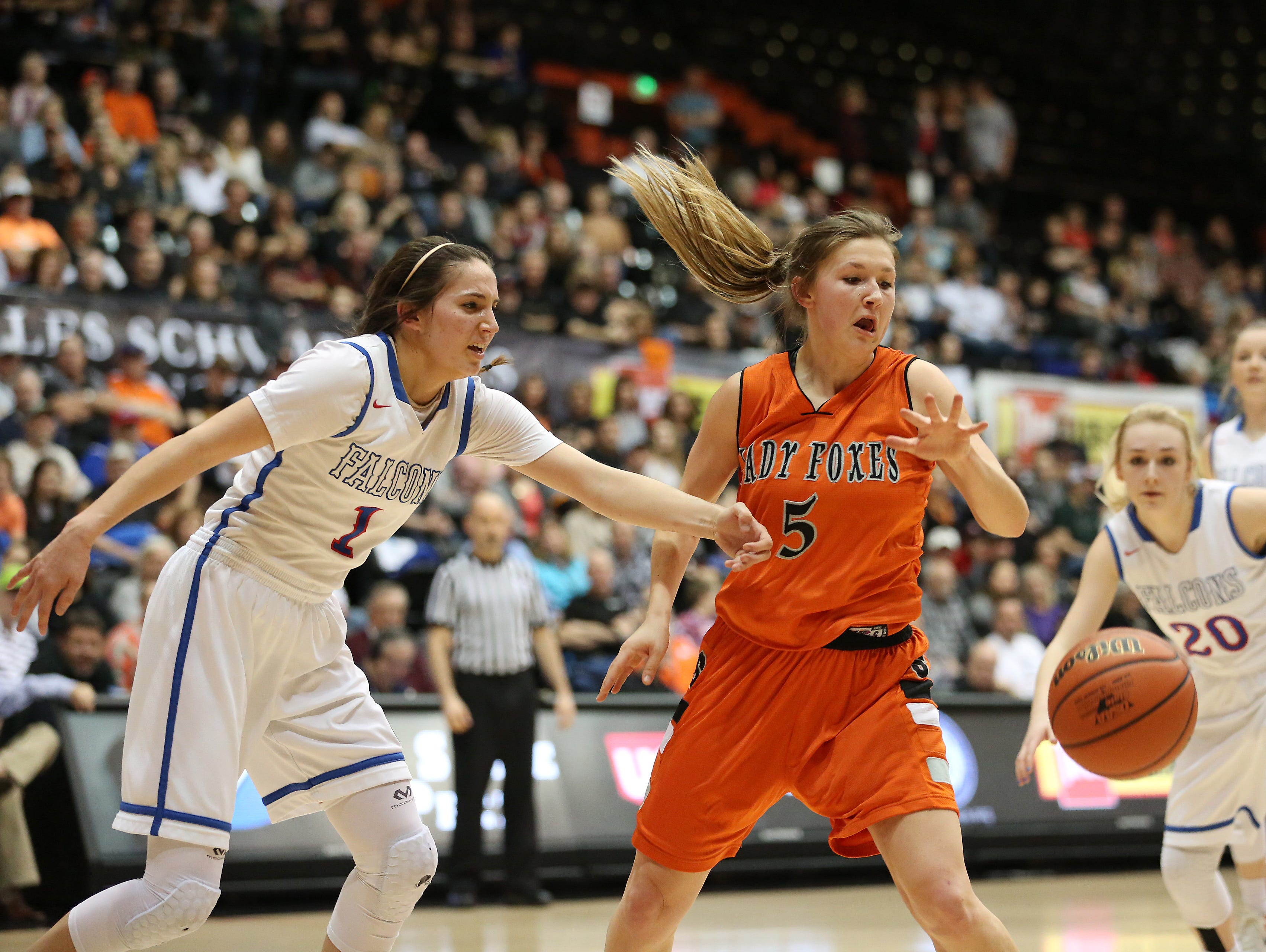 Silverton's Kayce McLaughlin and La Salle's Aleah Goodman battle for the ball in the OSAA Class 5A state championship on Friday, March 10, 2017, at Gill Coliseum in Corvallis. Silverton falls to La Salle 42-28.