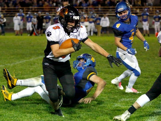 Stratford player Aj Schoenfuss avoids getting tackled