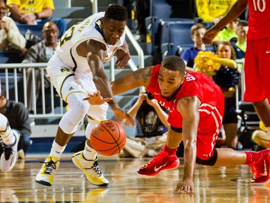 635534686282060734-AP-NJIT-Michigan-Basketball-1-