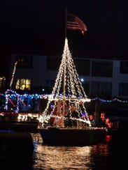 Your imagination is the limit when it comes to decorating your boat to participate in a holiday boat parade.