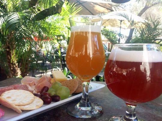 Perch Brewery en Chandler presenta Sage Thyme English Pale Ale, inspirado en Acción de Gracias.