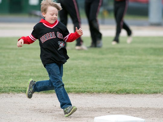 Kason Stephens, 7, rounds third base in the Lil Slugger challenge.