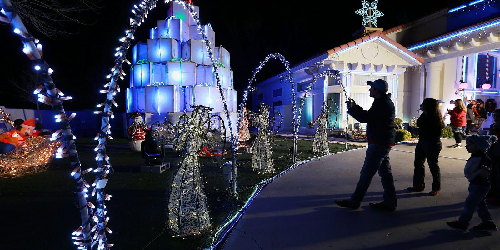 Fred Loya Light Show 2020.Popular Fred Loya Lights Show Kicks Off Soon