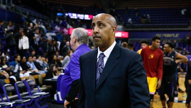 Washington coach Lorenzo Romar leaves the floor after a defeat to USC in late January, one of 13 losses in a row to end the season.