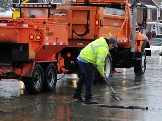 636511904682697203-potholes5.jpg