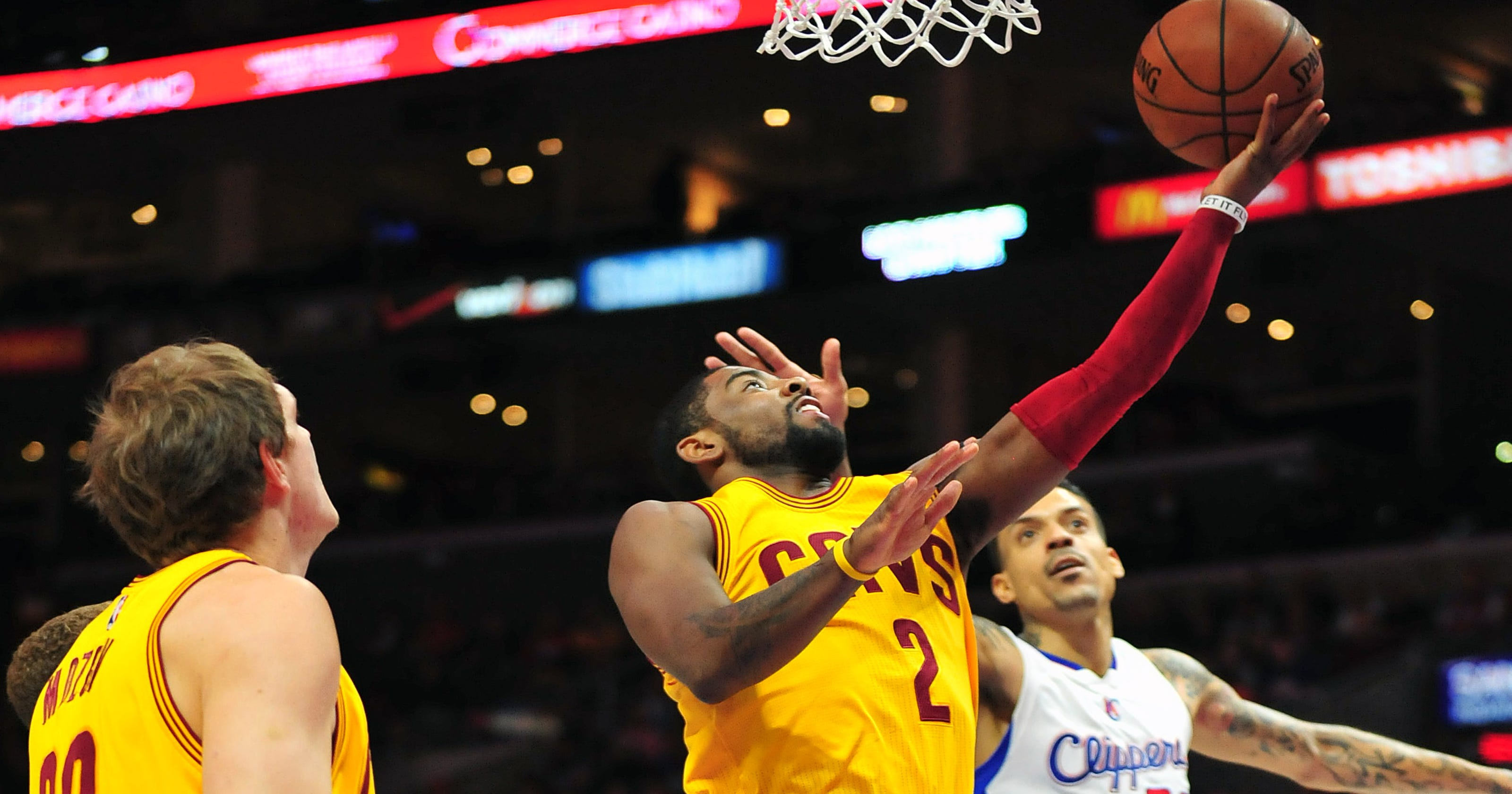the best attitude 2b4b0 da2ba Irving, James help Cavaliers hold off Clippers
