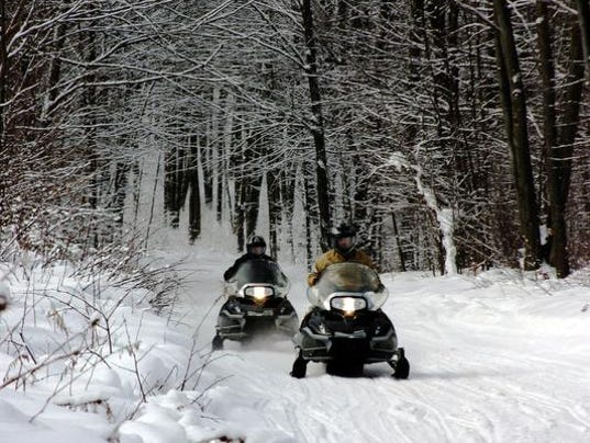 travelust-snowmobile5de.jpg
