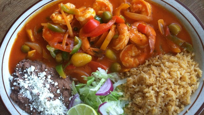 The camarón ó pulpo a la Veracruzana features sautéed octopus or shrimp in a light tomato cream sauce with olives, chiles, onions and capers. It is served with a side of rice and beans.