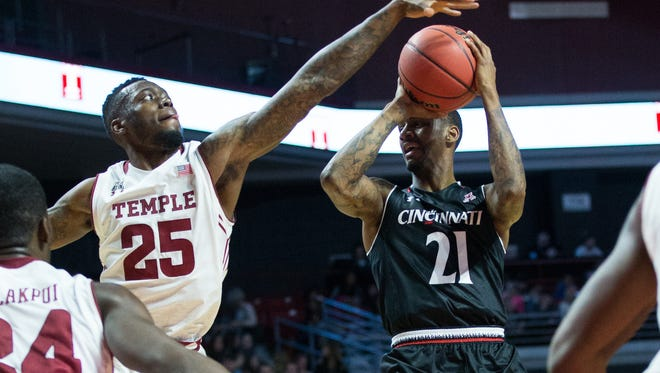 Temple Owls guard Quenton DeCosey (25) attempts to block the shot of Cincinnati Bearcats guard Farad Cobb (21) during the first half at Liacouras Center.