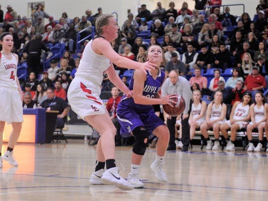 Wylie forward Kamryn Dry (30) tries to shoot around