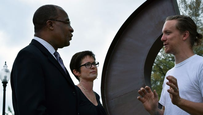 """Hattiesburg Mayor Johnny DuPree and Becky Montague of Hattiesburg Alliance for Public Art talk with local sculptor James Davis whose """"Dugan's Riff"""" was purchased by HAPA for permanent installation at Town Square Park."""