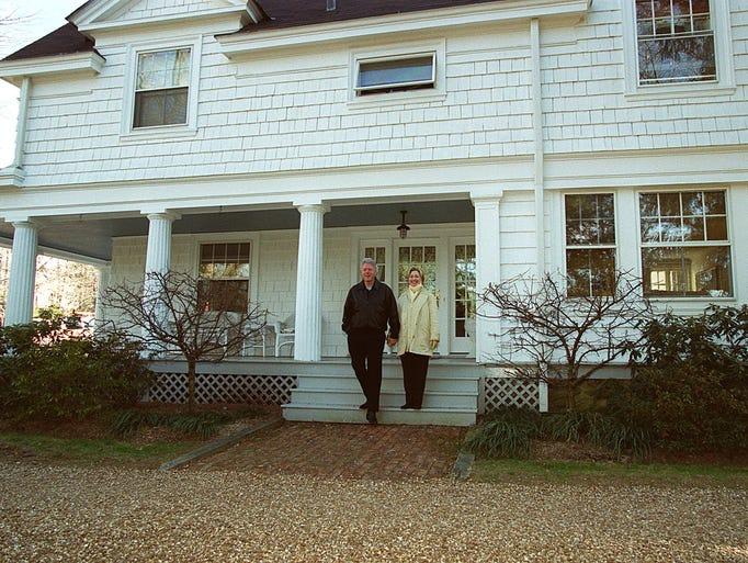 Photos The Clintons In Chappaqua
