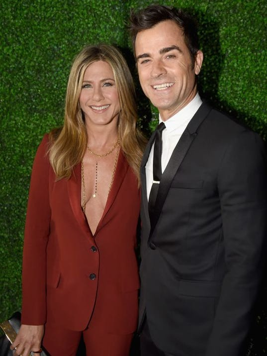 635744623402122538-aniston-and-husband