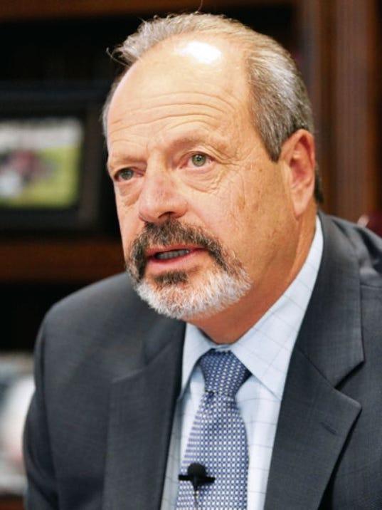 Mayor Oscar Leeser