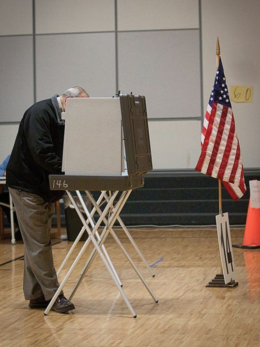 636136963699197770-Voter-at-booth.jpg